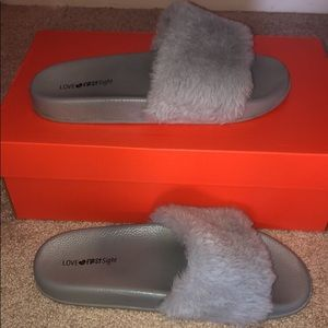 Shoes - Slides with fur